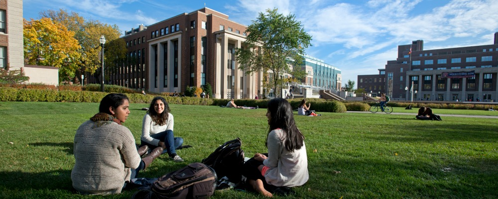 UMN East Bank students on lawn
